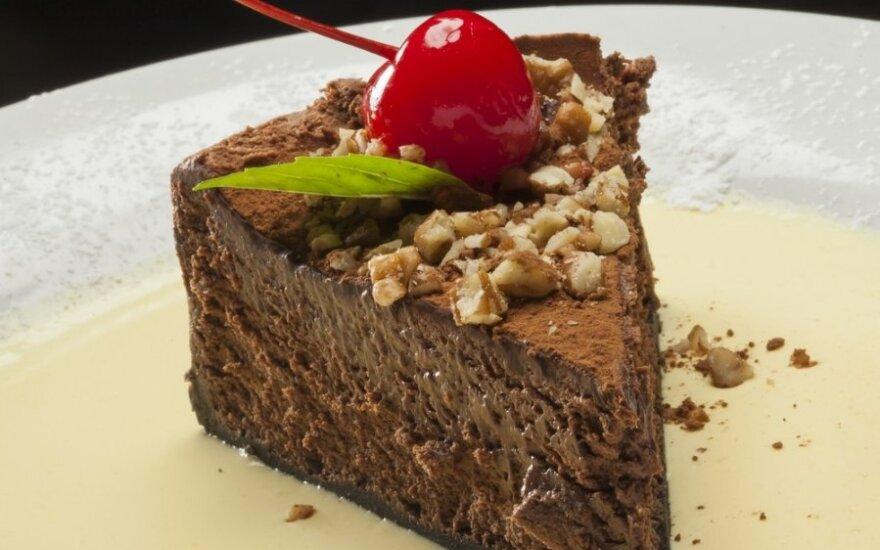 Šokoladinis pyragas su vyšniomis