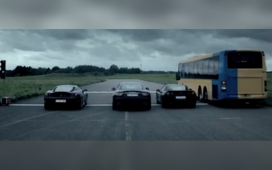 Autobuso ir superautomobilių lenktynės