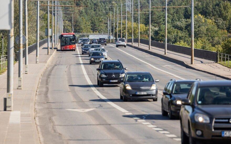 Ant Vilniaus Valakampių tilto ribos apkrovą: važiuoti galės ne visi