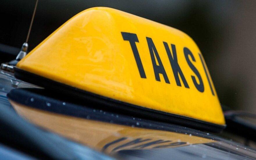 Jonavos r. ginkluoti keleiviai iš taksisto pagrobė automobilį