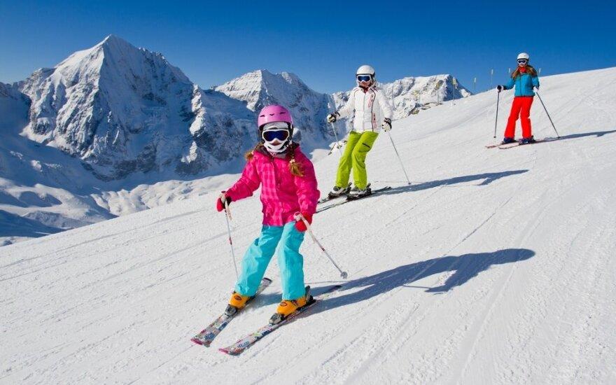 Būtinos taisyklės norintiems saugiai slidinėti su vaikais