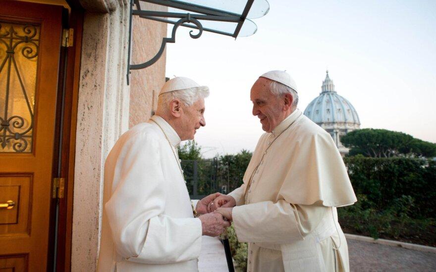 Popiežius Benediktas XVI ir popiežius Pranciškus