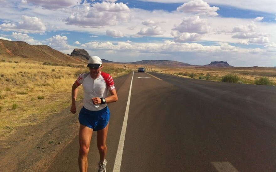 Aidas running across New Mexico. Photo Aidas Ardzijauskas archive