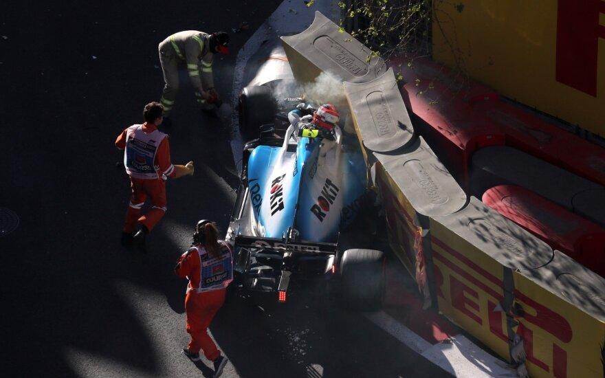 """Drama Baku trasoje: bolidus sudaužė """"Ferrari"""" pilotas ir Kubica, pirmas startuos Bottas"""
