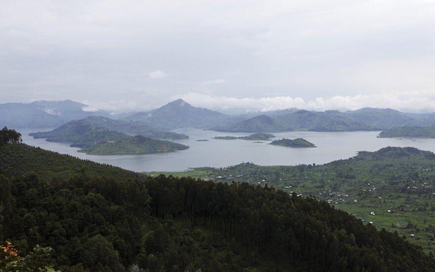 Konge apvirtus valčiai žuvo 15 žmonių, ieškoma dingusiųjų