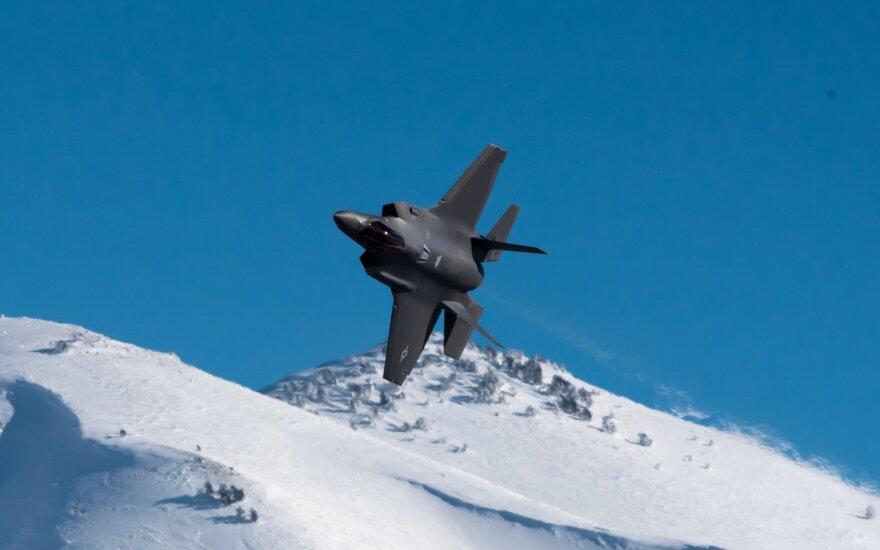 Lenkija įsipareigos įsigyti amerikietiškų naikintuvų F-35 už 4,6 mlrd. dolerių