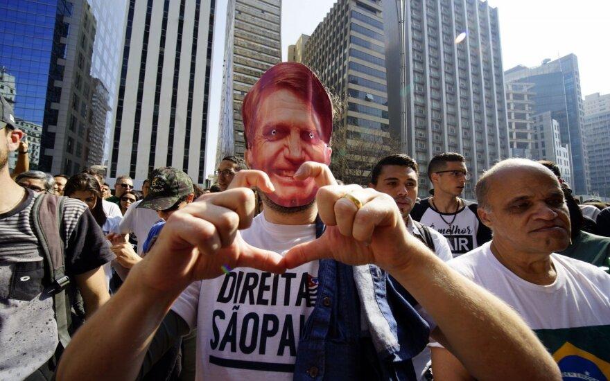 Brazilijos prezidento rinkimų 1-ąjį ratą laimėjo ultradešiniųjų pažiūrų Bolsonaro