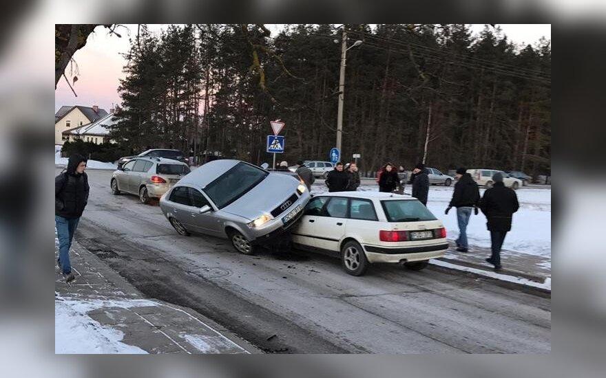"""Po """"Audi"""" vairuotojos netyčinio triuko internetas ūžia: bus """"bulkyčių"""""""