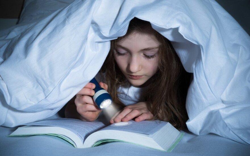 Kodėl vaikai šiandien skaito rečiau nei prieš 30 metų?