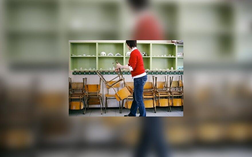 """Seimas """"išsaugojo"""" per 3 tūkst. mokytojų"""