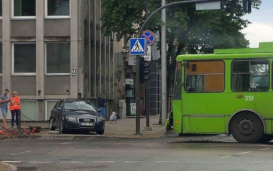Avarija Mickevičiaus ir Donelaičio gatvių sankirtoje Kaune