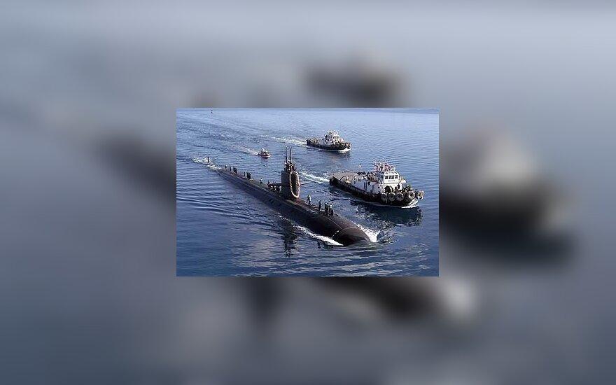 Ant seklumos užplaukęs JAV povandeninis laivas.