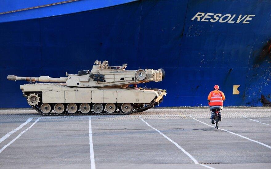 Savaitgalį Lietuvos keliais judės karinė technika: vairuotojai raginami išlaikyti atidumą