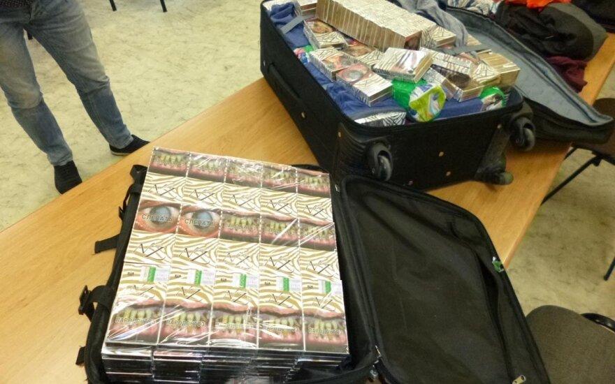 Du marijampoliečiai į Vokietiją išsiruošė su cigarečių prigrūstais lagaminais