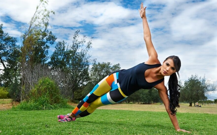 Kaip prisiversti sportuoti? Patarimai motyvacijai ir kalorijų deginimo treniruotė