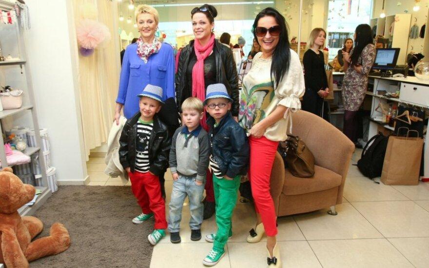 Inga Budrienė su sūnumis ir bičiulėmis