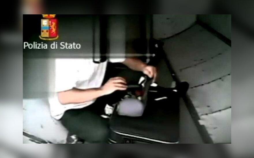 Nufilmuota, kaip italai vagia bagažą oro uoste