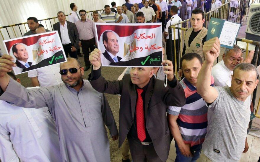 Egiptiečiai balsuoja dėl prezidento kadencijos prailginimo