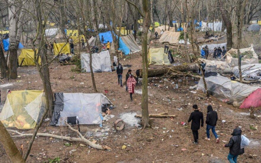 Graikija perkels pagyvenusius ir ligotus migrantus iš perpildytų stovyklų salose