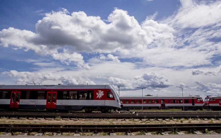 """Atidėtas sprendimas dėl """"Lietuvos geležinkelių"""" skaidymo"""