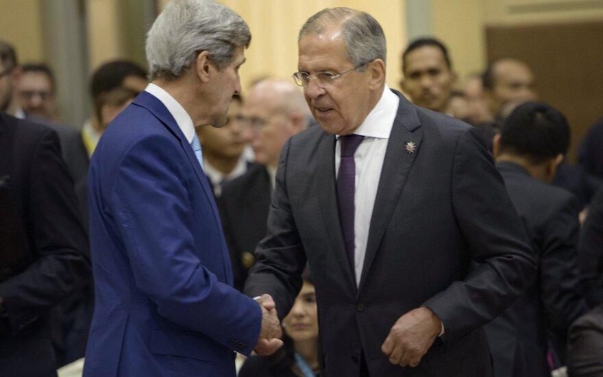 Johnas Kerry, Sergejus Lavrovas