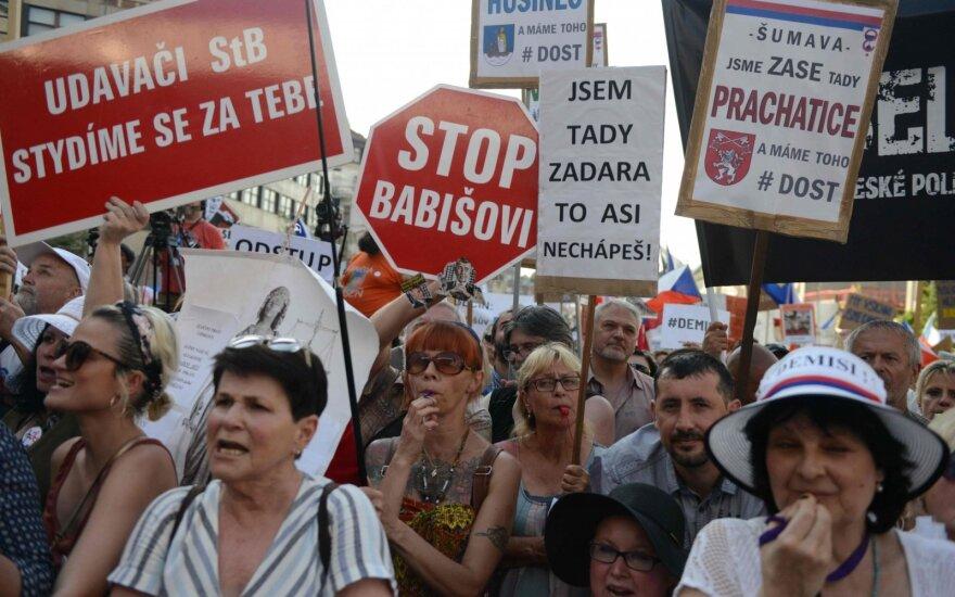 Čekijoje apie 100 000 protestuotojų reikalavo premjero atsistatydinimo