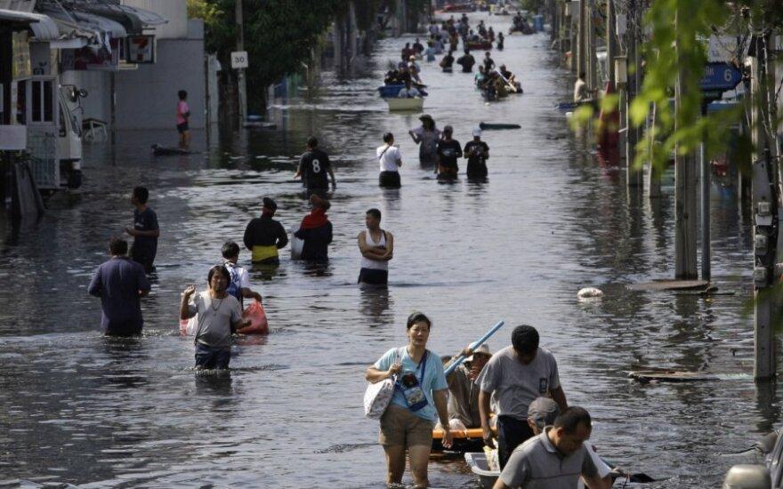 Pasaulį krečia potvyniai, cunamiai ir kitos gamtos stichijos, o tarptautinius susitarimus dėl klimato kaitos svarstoma atidėti. Spalio pabaigos potvynis Tailande