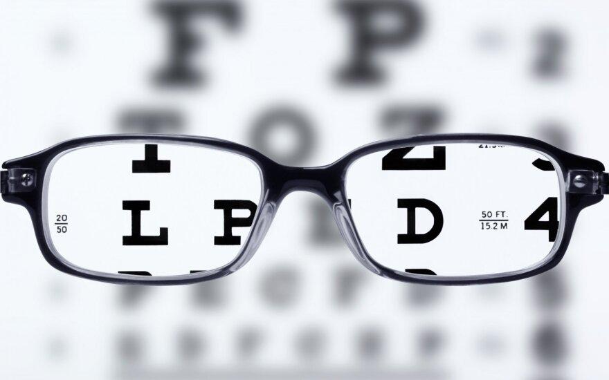Ar žinote, kaip buvo išrasti akiniai?