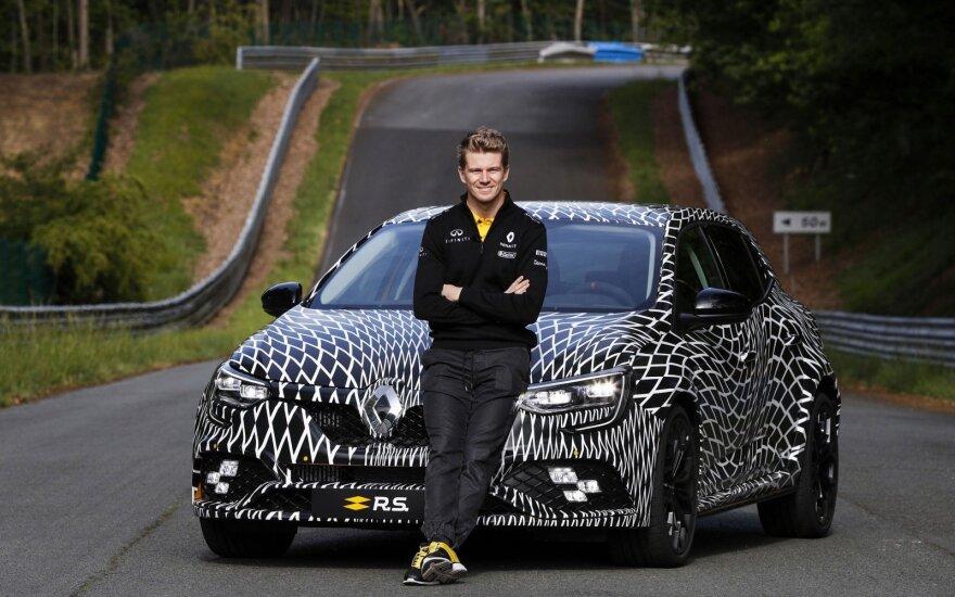 """F-1 pilotas Nico Hulkenbergas išbandė naują """"Renault Megane R.S."""""""