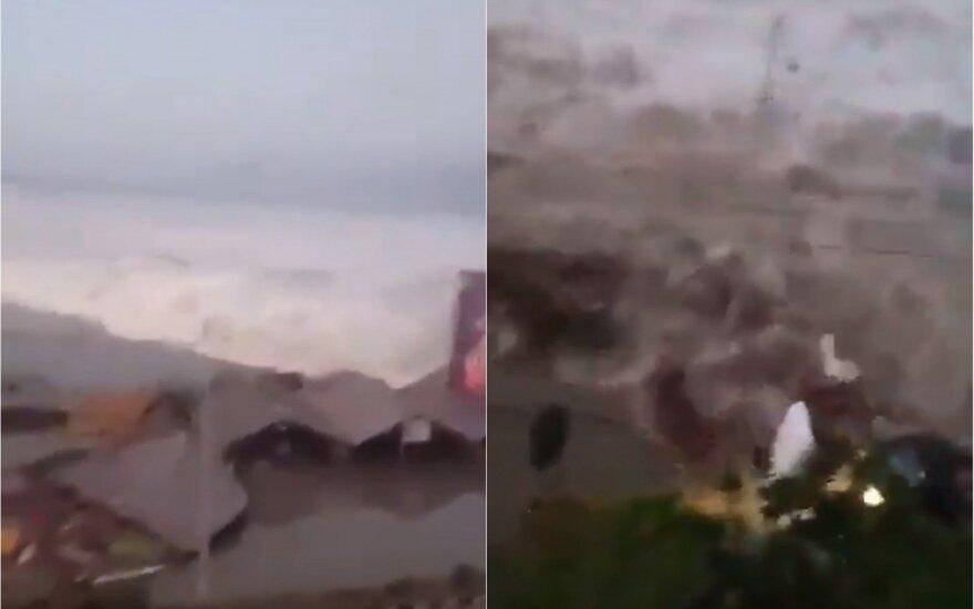 Po atšaukto cunamio pavojaus smogė galingos bangos: nušluoti namai, pasigesta ištisų šeimų