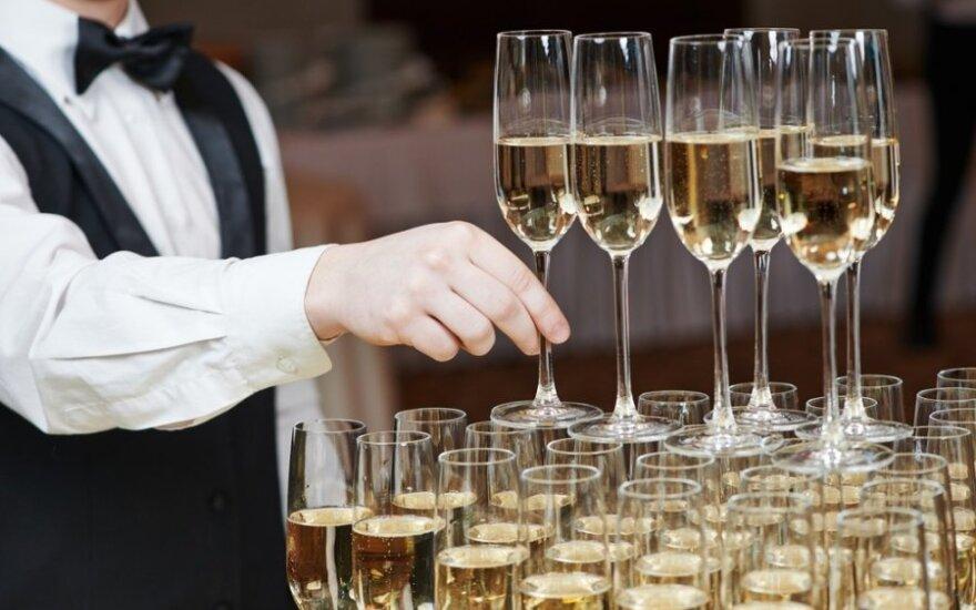 Gydytojas: šampanas Naujųjų naktį – bloga idėja