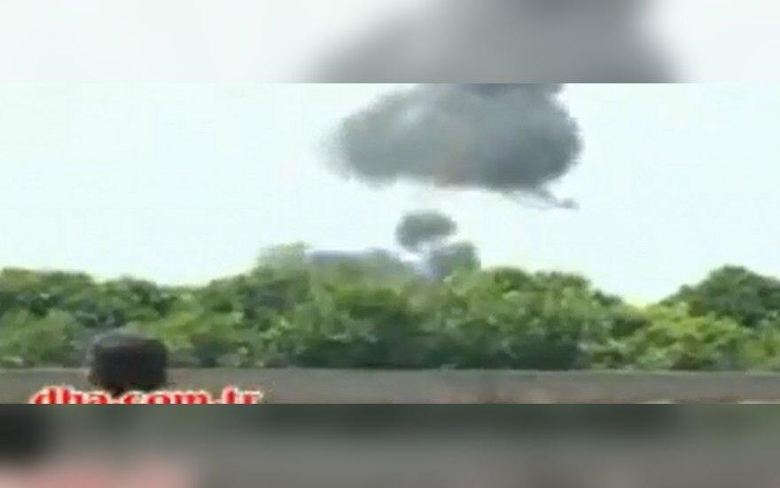 Turkijoje per aviacijos šou sudužus lėktuvui žuvo garsus pilotas