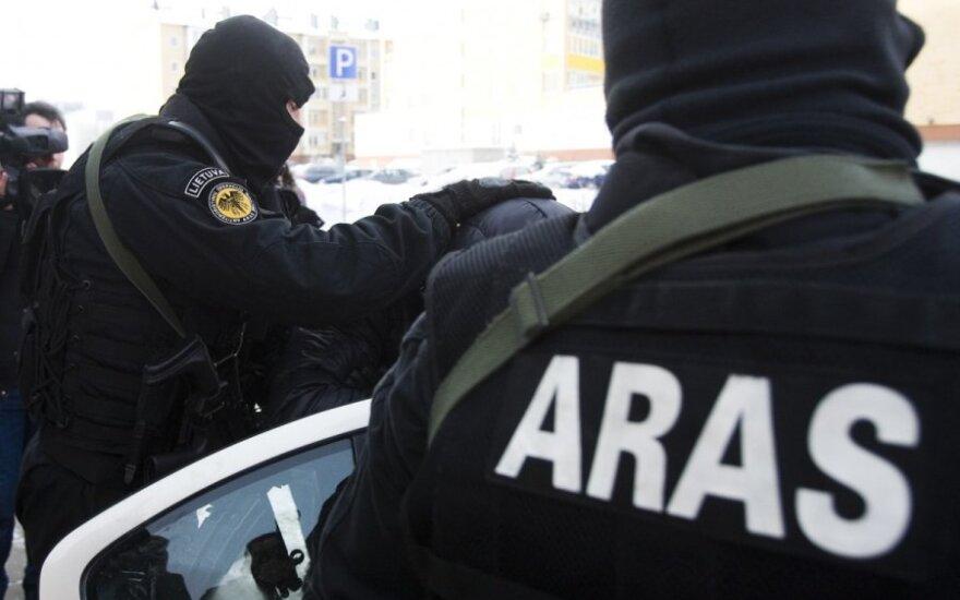 Klaipėdos centre pasijuto it filme: ginkluoti vyrai iš automobilio ištraukė ir ant grindinio paguldė vairuotoją