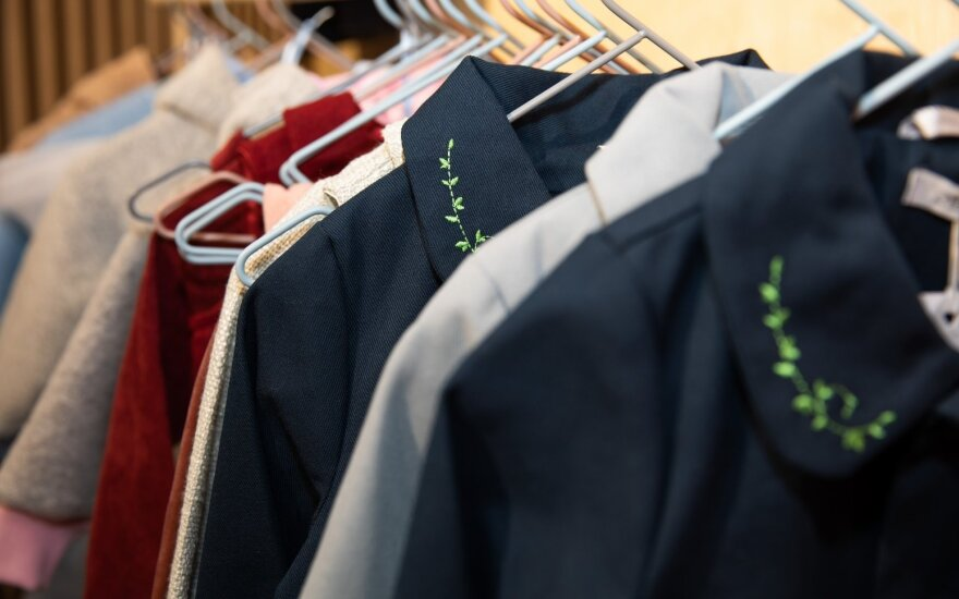 Vaikiškų drabužių parduotuvės atidaryme – žinomos mamos ir jų atžalos