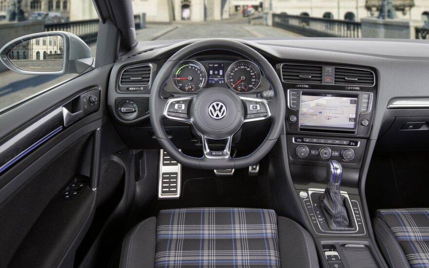 """""""Volkswagen"""" automobilių pardavimai lapkritį smuko 2,4 proc."""