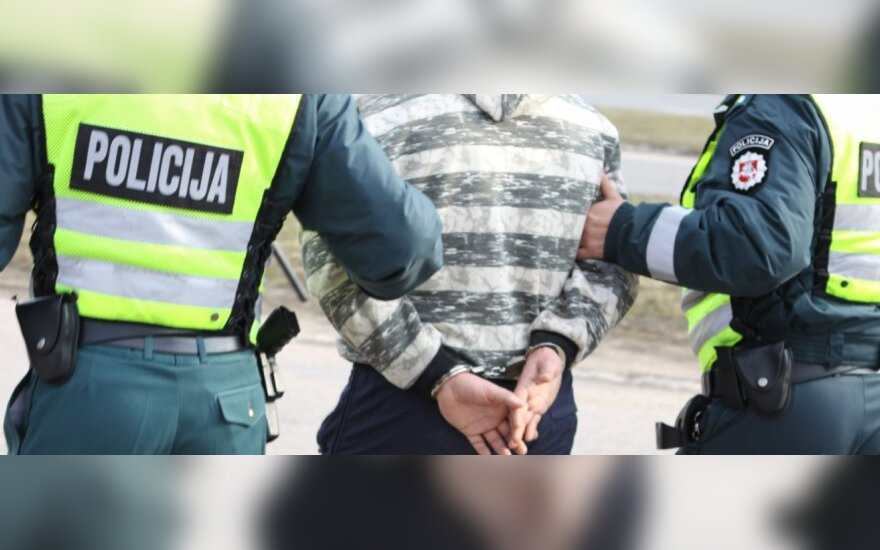 Vilniuje avariją sukėlęs vyras susigrūmė su pareigūnais: vienam lūžo riešas, kitam - dilbis