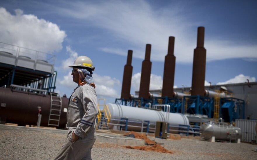 Japonija sutiko sumažinti Irano naftos importą