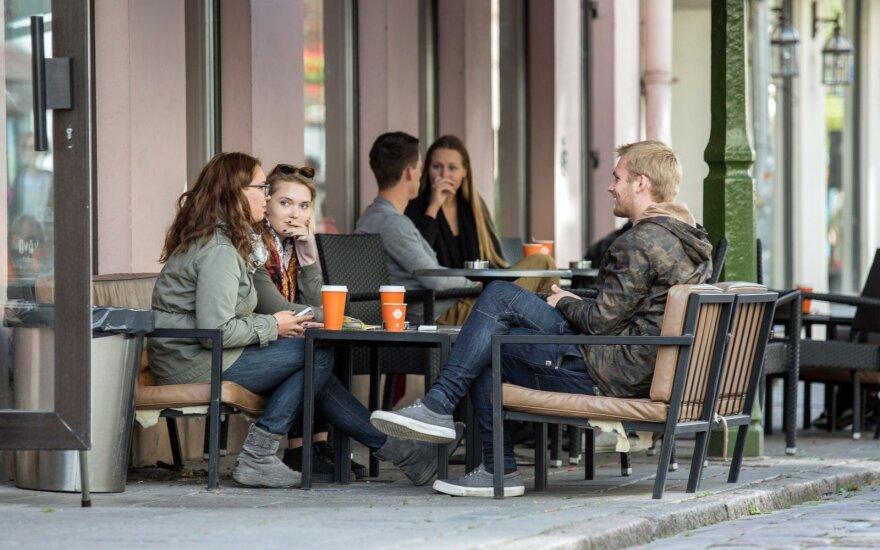 """Nepilnametį piktina visuomenės požiūris: kodėl suaugusieji """"nurašo"""" mūsų nuomonę dėl jauno amžiaus?"""