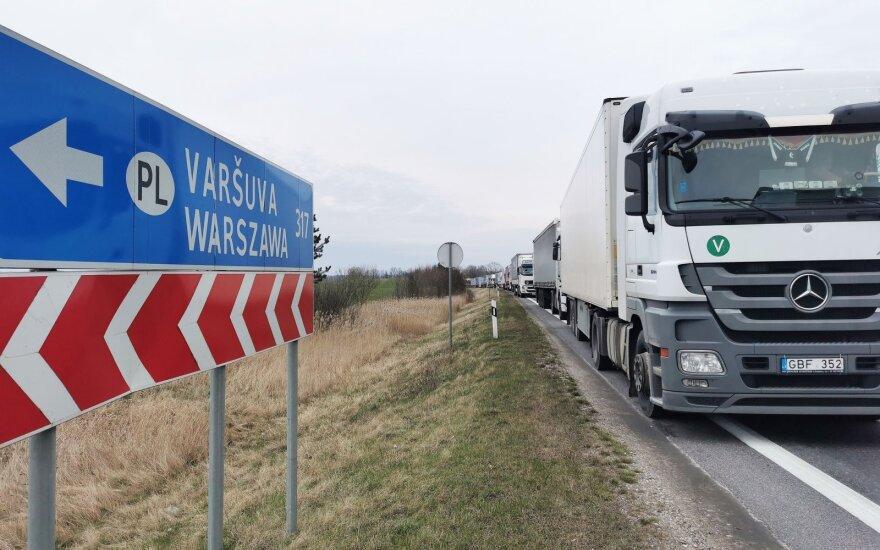 Ketvirtadienio naktį į Lietuvą iš Lenkijos įleisti dar du mikroautobusai su lietuviais