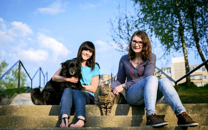 Du gyvūnus namuose priglaudusi mergina: augintiniai kardinaliai pakeičia gyvenimą