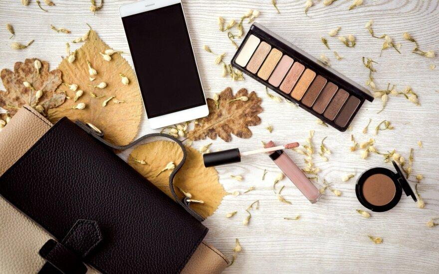 Išvardijo, kokios priemonės šį rudenį turėtų slėptis moterų kosmetikos krepšelyje