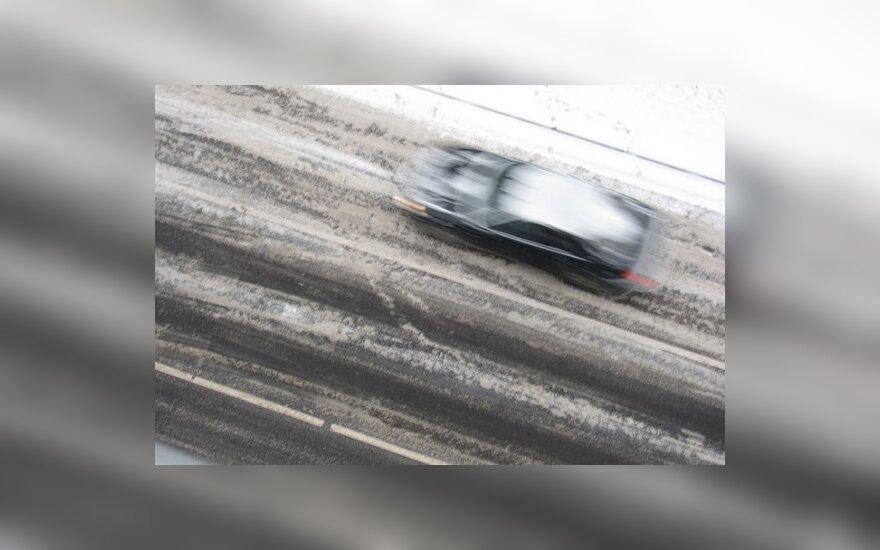Savaitgalio sniego nuostoliai vairuotojams – 600 tūkst. Lt