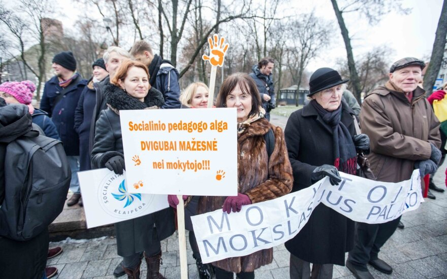 Opozicija dėl vėl piketuojančių pedagogų siunčia signalus valdantiesiems: jaučiamas <em>de javu</em>