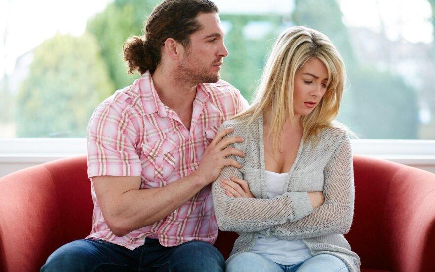 Užsienyje dirbusio vyro santuokos vos nesugriovė pavydžios meilužės akibrokštas