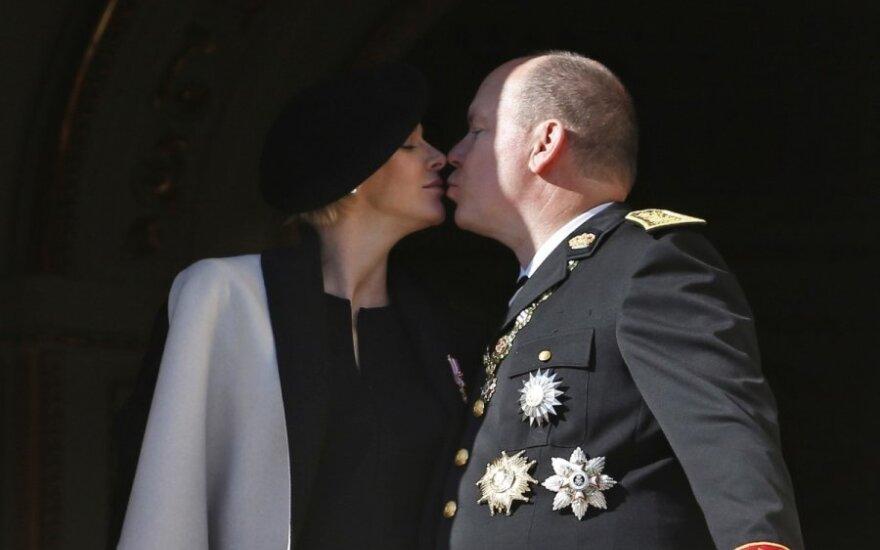 Monako kunigaikštis Albertas II ir jo žmona Charlene susilaukė dvynukų