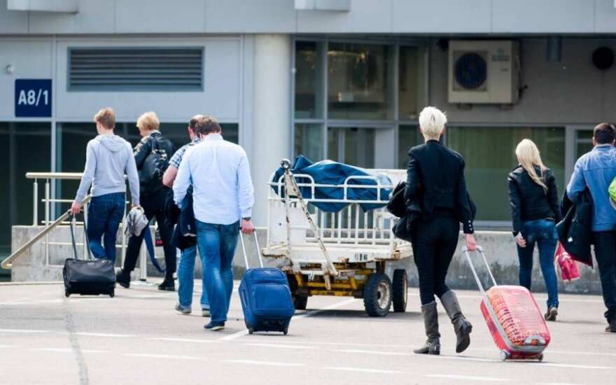 Skrydžio į Rodą keleiviai laukia daugiau nei 16 val.