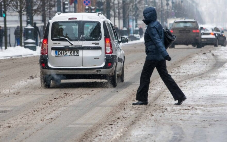 Šilta žiema atsipalaiduoti Klaipėdos kelininkams neleido