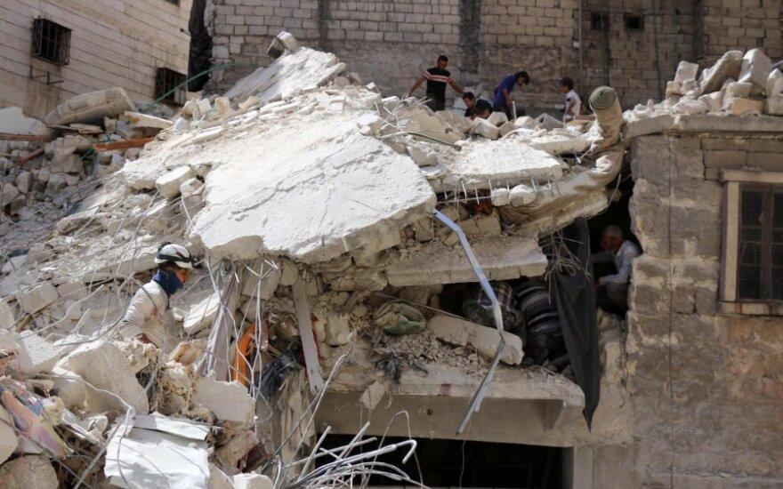 JAV: Rusija bombardavo amerikiečių remiamus sukilėlius Sirijoje