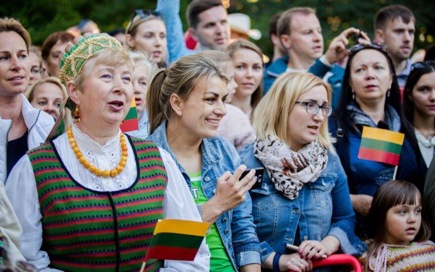 Dainų šventei skaičiuojant paskutines valandas, šalis ir svetur gyvenantys lietuviai ruošiasi svarbiai tradicijai