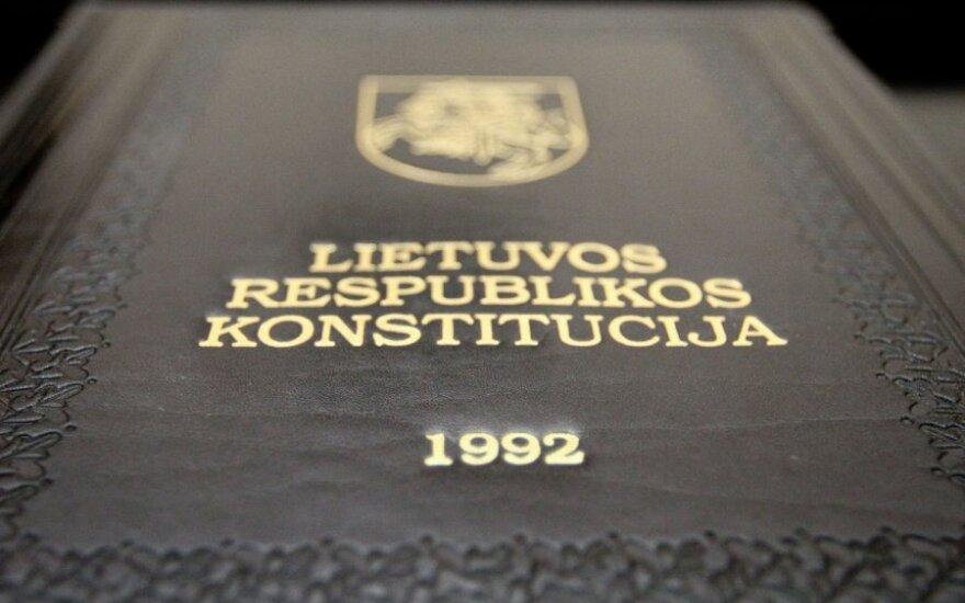 Švietimo reforma: teisininkai Seimo nariams siūlo paskaityti Konstituciją